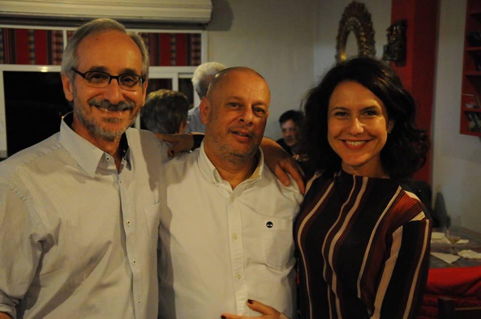 Dario faz cara de quem espera algo mais, sei lá, este é o blog da Família Gaúcha, todos sabem.
