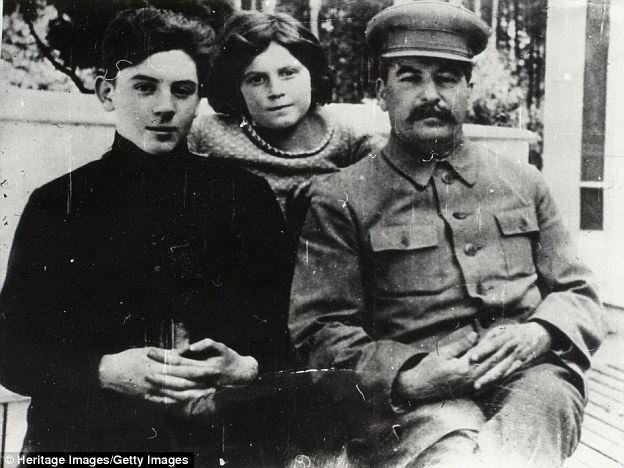 Em 1931, anos depois de nosso encontro com Tolstói, eu e minha irmã conhecemos Stálin.