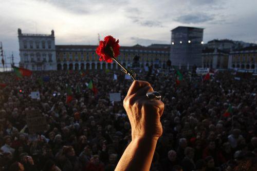 Revolução dos Cravos: a primavera após uma noite de 48 anos