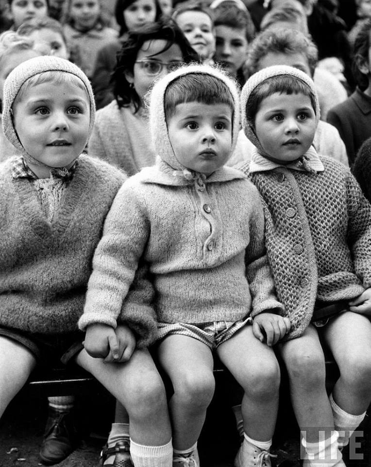 Assistindo a um Teatro de Marionetes em 1963