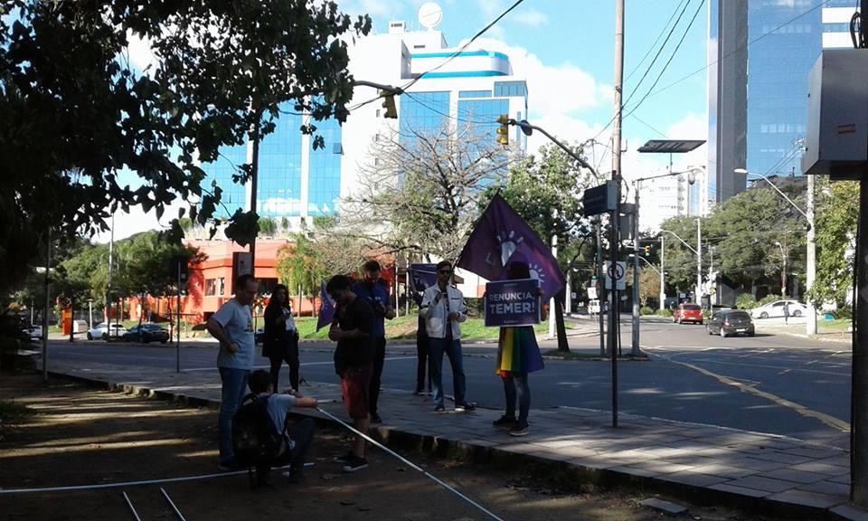 """Ontem, um pequeno grupo pedia """"Eleições Indiretas"""" no Parcão"""