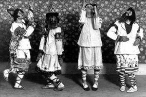 A indumentária da versão de Nijínsky: vestuário pesado e pés para dentro