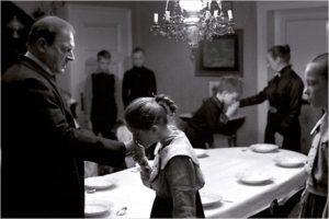 Cena de A Fita Branca, de Michael Haneke