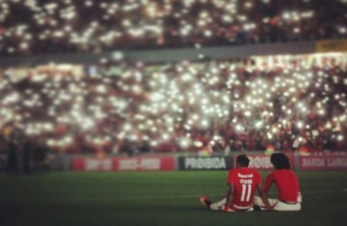 Vitinho e Valdívia nos observam após a partida | Foto do celular de Paulo Dixon