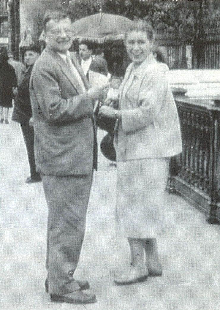Foto logo após o segundo casamento, com Margarita Kainova. Durou pouco.