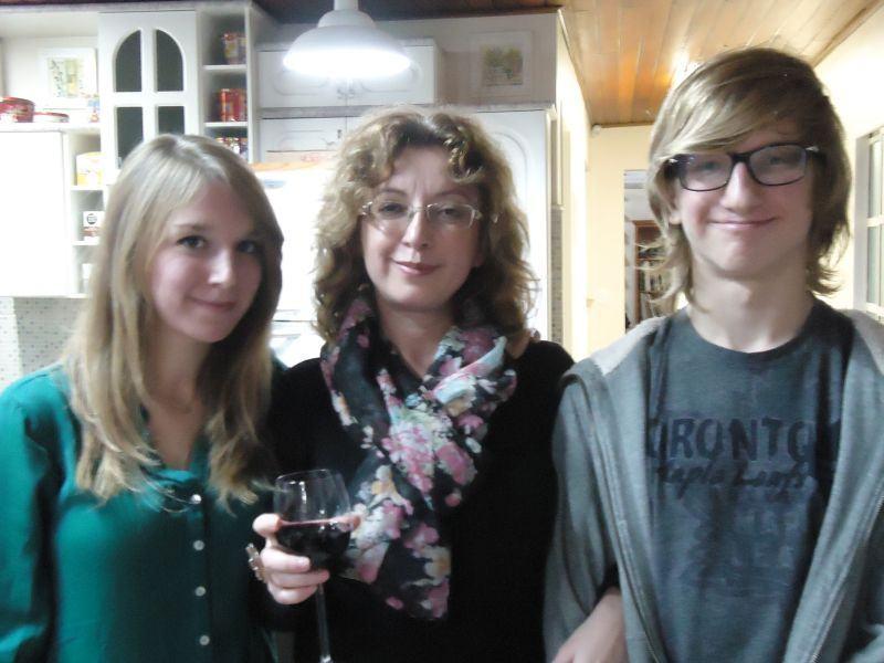 Elena com seus filhos, Liza e Nikolay.