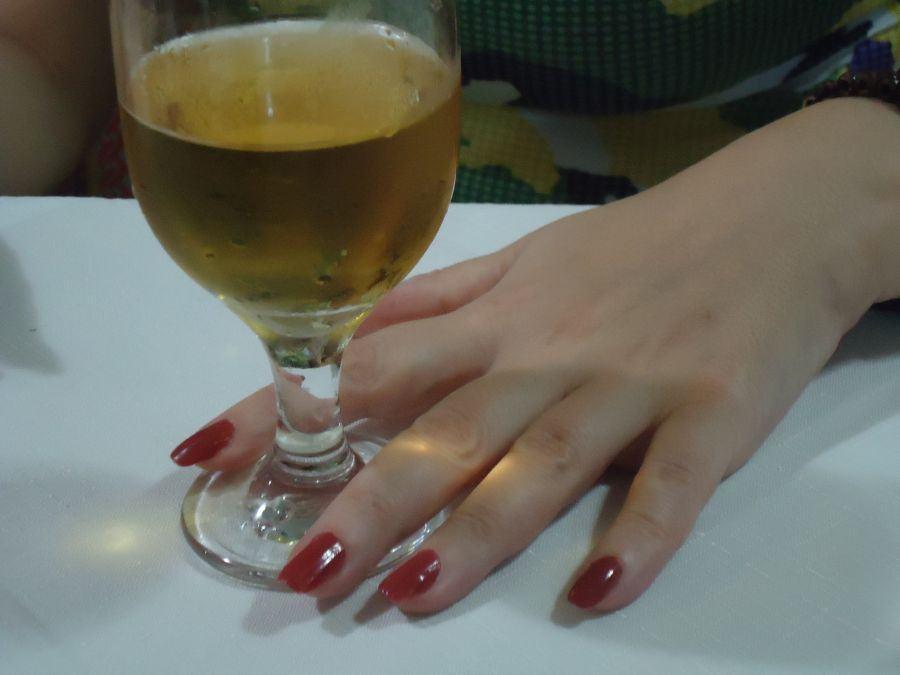 Elena e sua cerveja sem álcool
