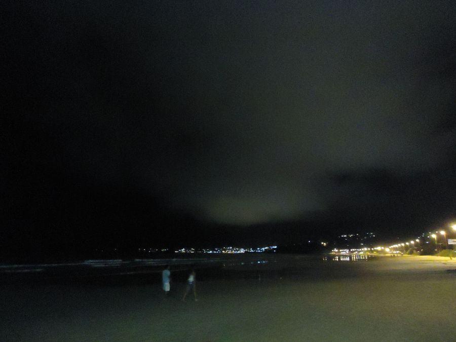 Essa foto entrou pelo estranho formato da nuvem, que protestava contra nossa partida