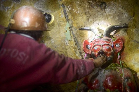 Em Potosí, Bolívia, a ascensão e a agonia da mina que enriqueceu a Espanha