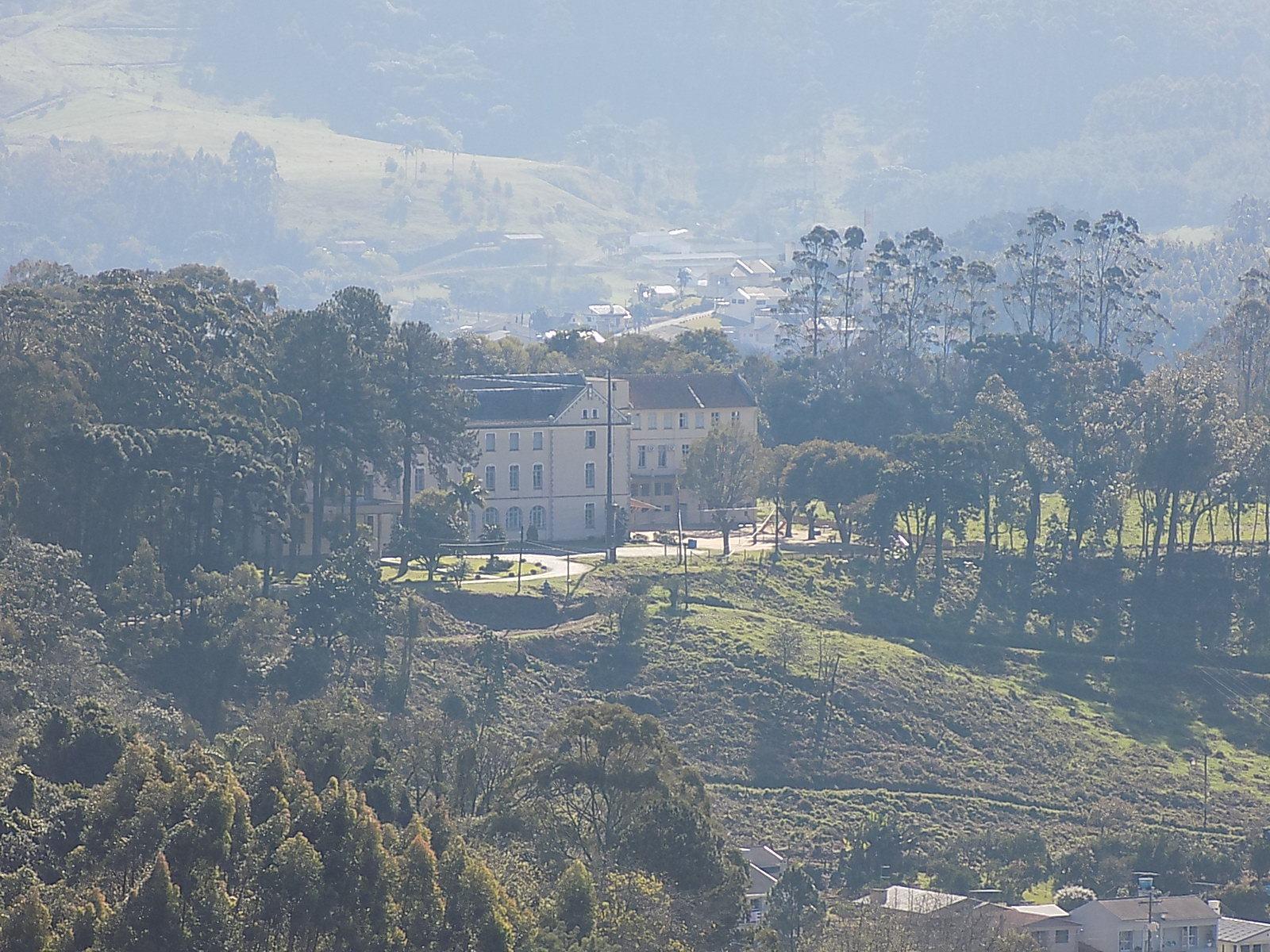 O Colégio Santo Inácio visto da janela de nosso hotel   Foto: Milton Ribeiro
