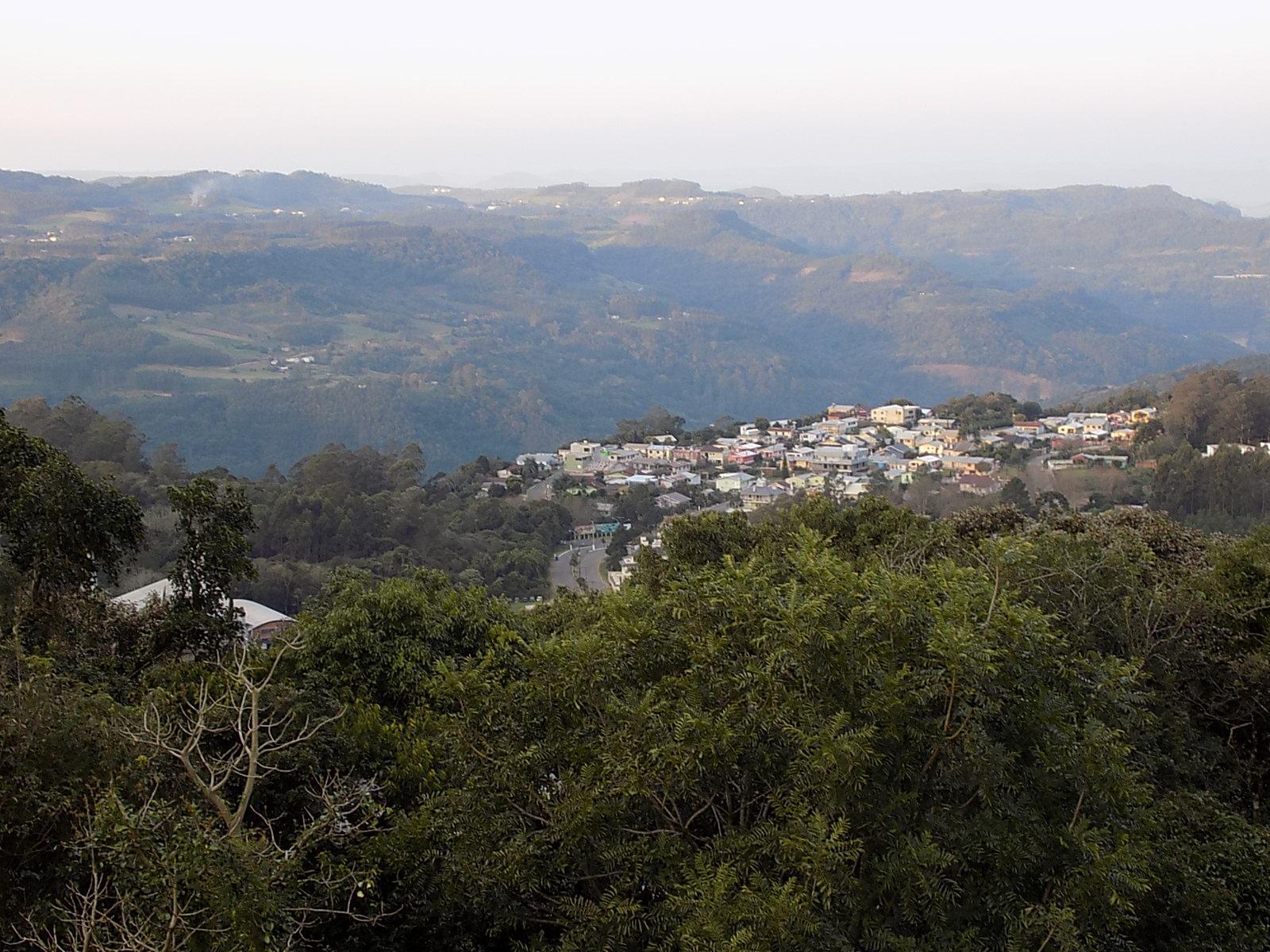 Um bairro da cidade, visto do nosso quarto   Foto: Milton Ribeiro