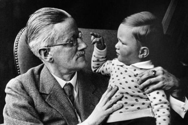 James Joyce e seu neto Stephen