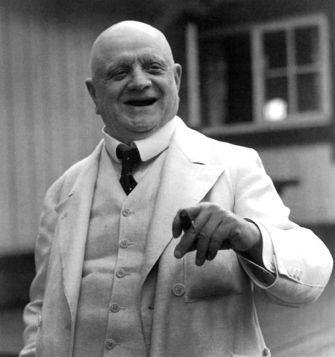 Impossível esconder a careca de Sibelius