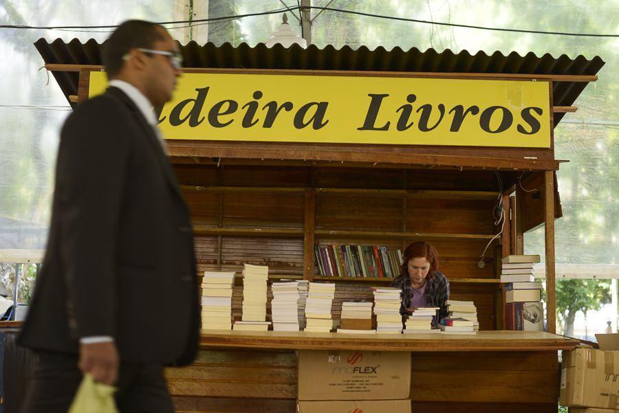 Primeiro dia da Feira do Livro é hoje: uma história contada pelo Mauro da Ladeira Livros e outra