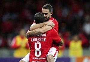 O primeiro gol foi de Lisandro López após cruzamento perfeito de Anderson Foto: Ricardo Duarte / SC Internacional