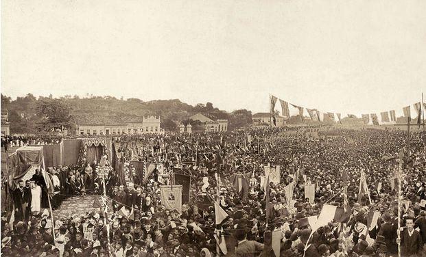 Pesquisa identifica Machado de Assis em foto histórica da Abolição da Escravatura