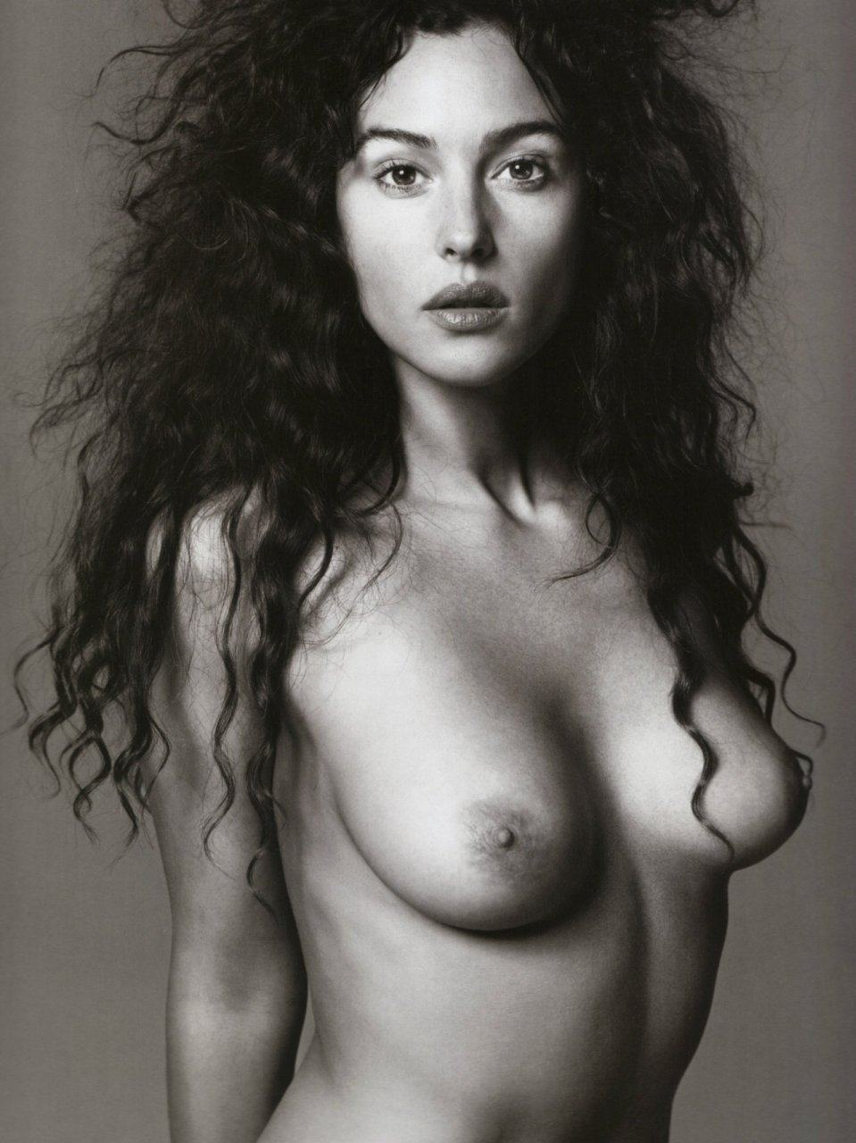 Monica-Bellucci-Naked-01
