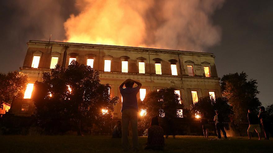 Negligência de governos destrói o Museu Nacional: acompanhe a sequência do corte de verbas