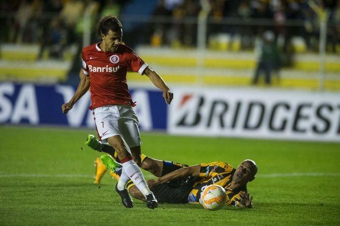 A defesa masca coca e o The Strongest faz 3 x 1 na estreia do Inter na Lib 2015 (veja os gols)