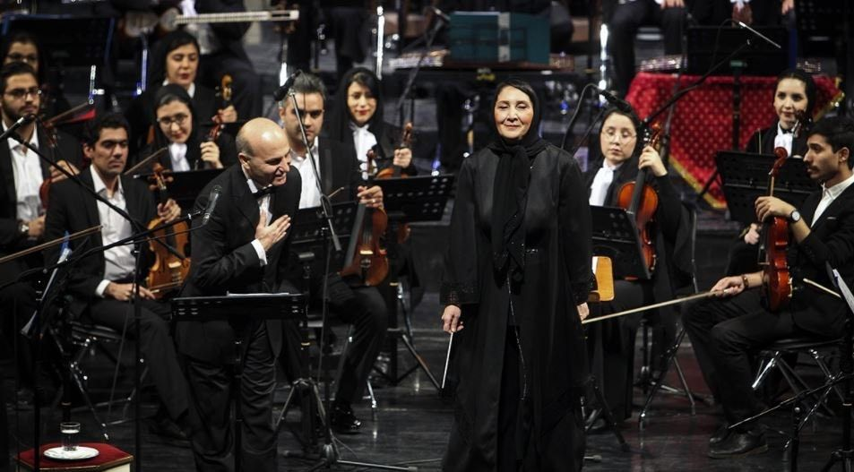 Após 10 anos, única maestrina do Irã foi finalmente autorizada a reger