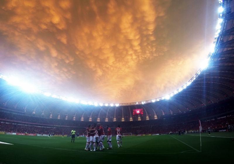 Estranhamente, com os reservas e sem sofrer muita pressão, Inter vai às semis da Copa do Brasil