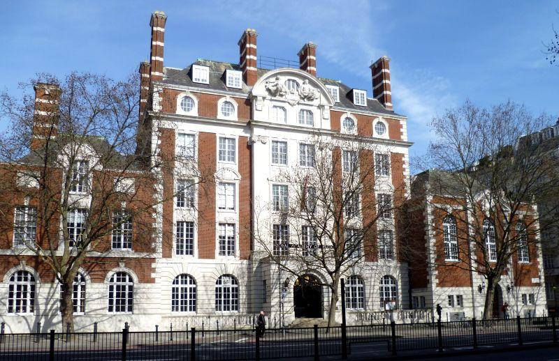 Royal Academy of Music nega política de cancelamento