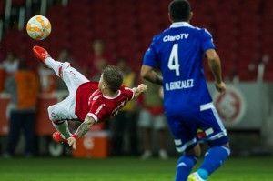 Se Sasha faz esse gol... | Foto: Alexandre Lops no site do Inter