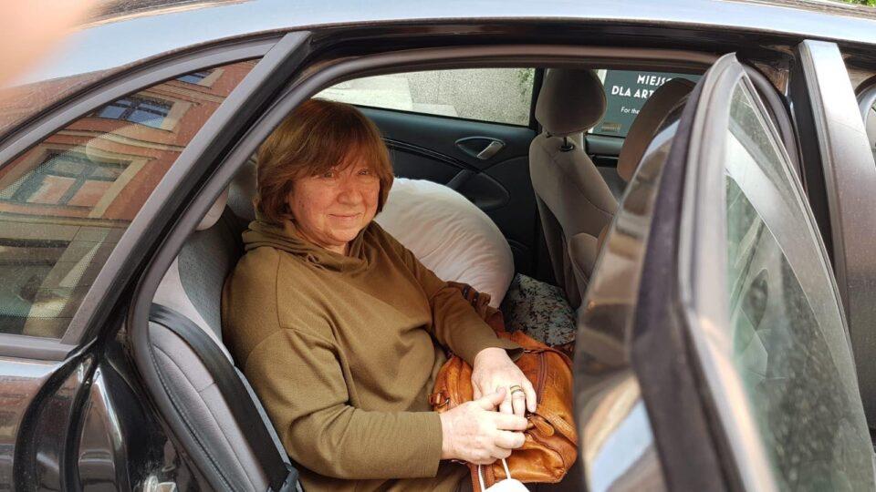 Svetlana Aleksiévitch foi detida em Berlim, suspeita de carregar uma bomba…