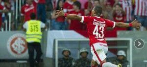 Taiberson comemora o primeiro gol do Inter sobre o Palmeiras