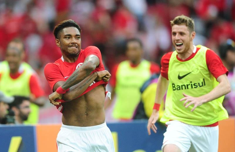 Com enorme apoio da torcida, Inter começa a reverter tendência de queda