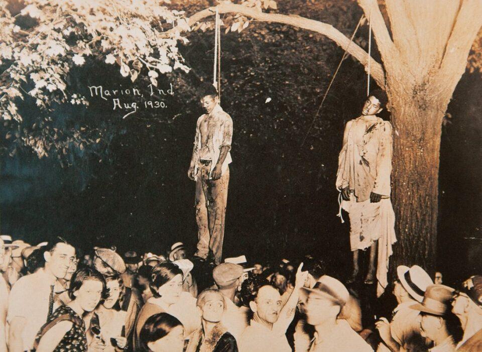 Dia Nacional da Consciência Negra: os cartões-postais dos linchamentos da Ku Klux Klan