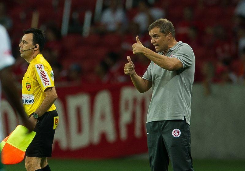 """Bom dia, Diego Aguirre (veja os """"melhores lances"""")"""