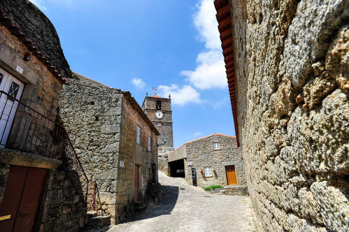 https://www.almadeviajante.com/monsanto-aldeia-historica-portugal/