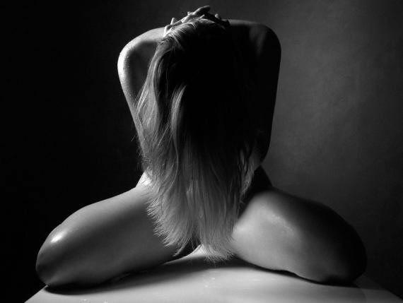 black_white_erotica_sexy_25_f