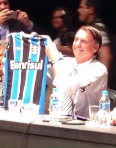 Estava tudo tranquilo até ontem, só que o Grêmio faz questão de atrair problemas