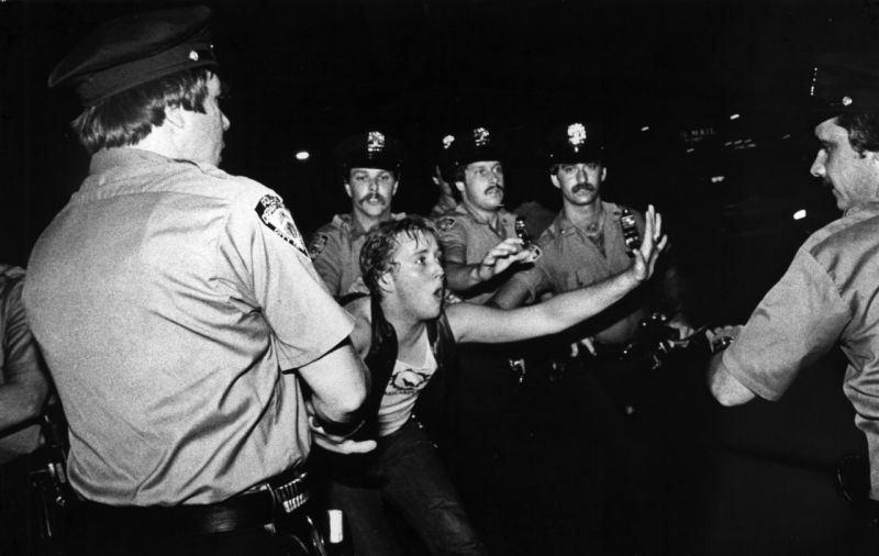 A batalha do Stonewall Inn e os dias heroicos que criaram o Dia Internacional do Orgulho LGBT