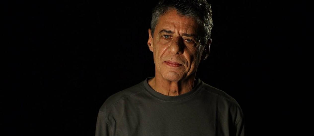 21 poemas de Drummond lidos por 21 artistas brasileiros