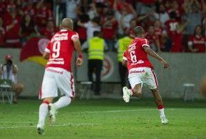 Fabrício corre para comemorar contigo o gol salvador   Foto: Autor: Alexandre Lops
