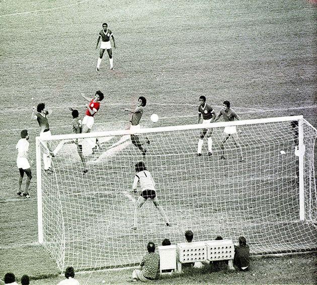 Apenas dois parágrafos sobre os 40 anos do primeiro título brasileiro do Inter (com os melhores lances da decisão)