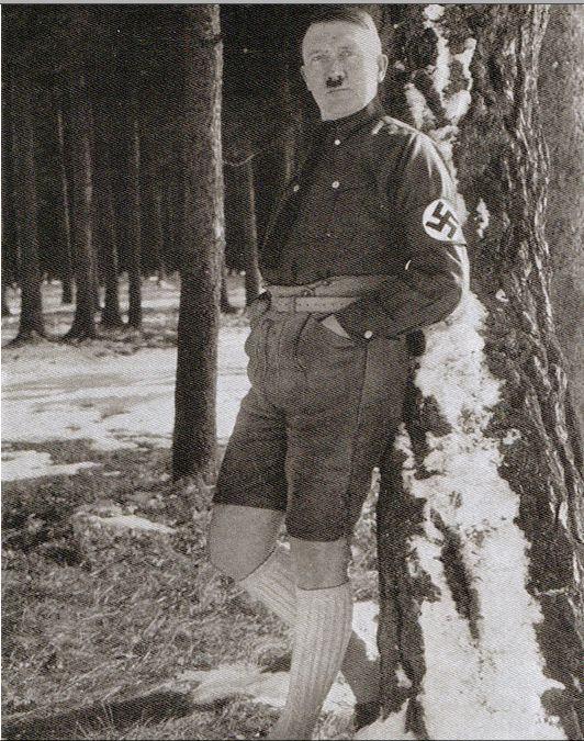 Hitler de shortinho