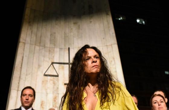 Veja como Janaina Paschoal, advogada do golpe, fala como uma exorcista