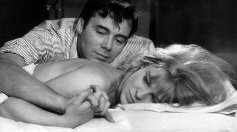 Julie Christie e Dirk Bogarde em Darling