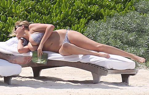 EXCLUSIVE: **PREMIUM RATES APPLY** Kate Upton and her boyfriend Justin Verlander spend a few days relaxing on the beaches of Cancun, Mexico
