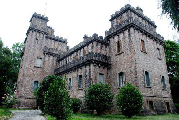 Nossa história, à venda: um castelo agoniza no pampa
