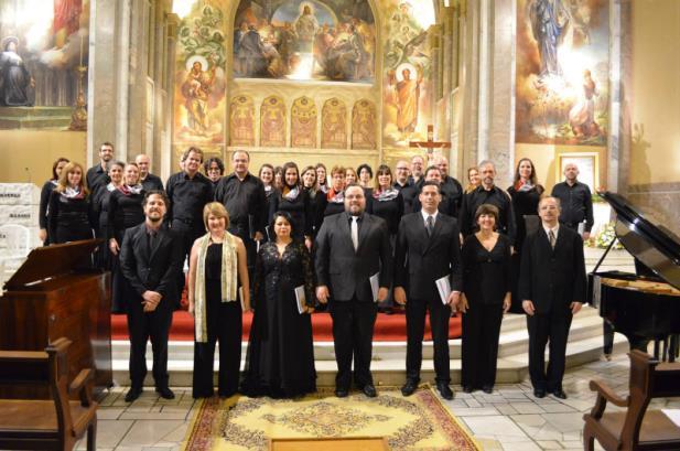 A Pequena Missa Solene numa bela noite na Santa Teresinha