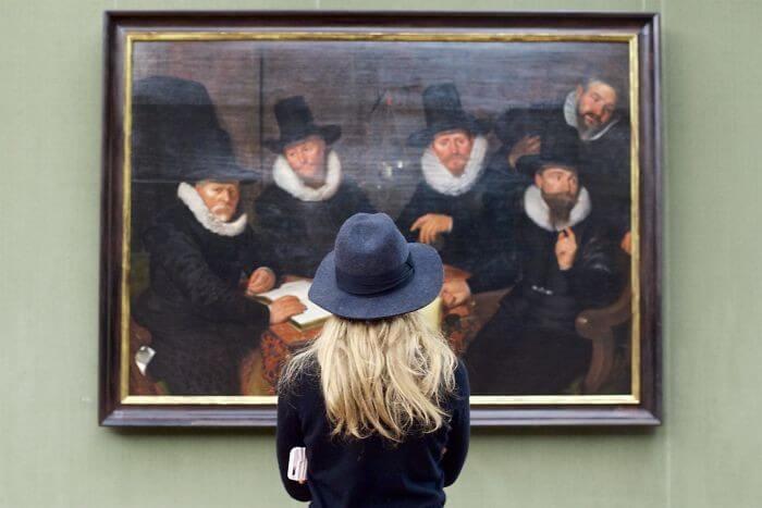 pessoas-combinam-quadro-museu-awebic-18