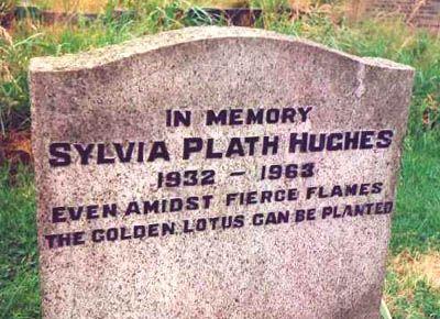 O nome de Hughes foi diversas vezes recolocado por ele na lápide de Plath