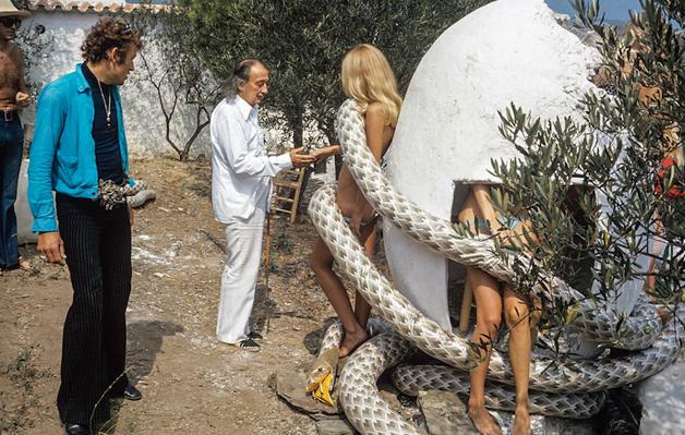 Porque hoje é sábado, imagens raras do ensaio de Salvador Dalí para a Playboy