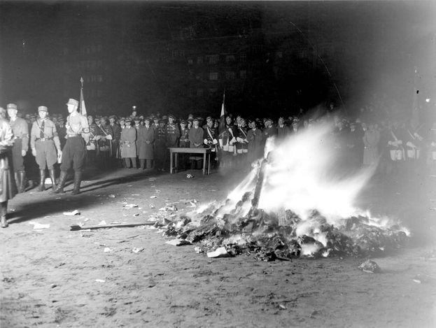 queima de livros nazista 8