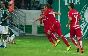 Jogada de Vitinho e gol de Moura. Aguirre salvo pelo banco. Escalar mal dá nisso.